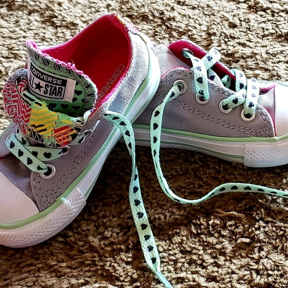 Brand New toddler Girl Converse shoes size 4 NWT